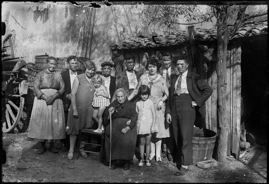 http://www.pablodelano.com/files/gimgs/37_familyportrait.jpg