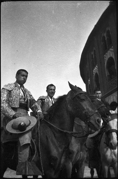 http://www.pablodelano.com/files/gimgs/37_matadorsonhorses_v2.jpg